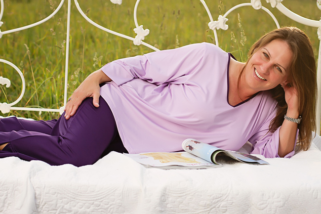 805-lavender-eggplant-trim-recline.jpg